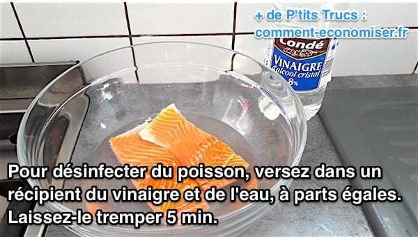 du poisson trempe dans un mélange d'eau et de vinaigre pour le désinfecter