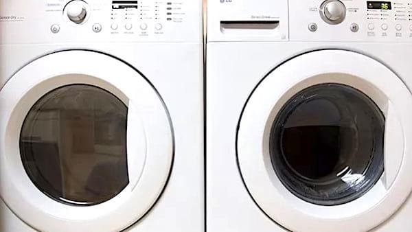 astuce pour défroisser les vêtements avec sèche-linge