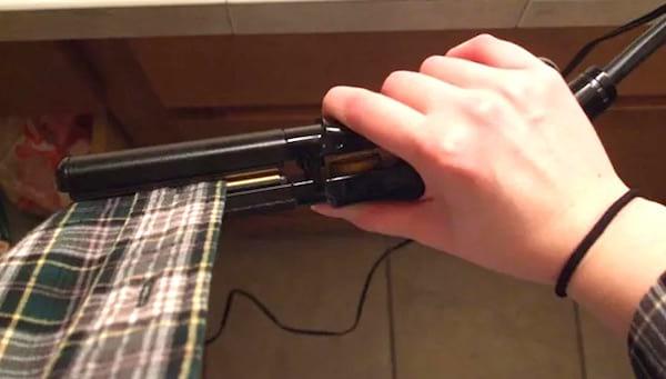 utiliser un fer à lisser les cheveux si on n'a pas de fer à repasser