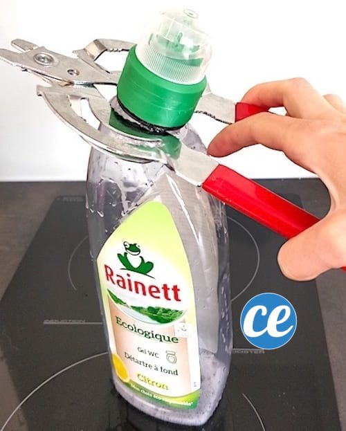 enlever embout flacon canard wc avec pince