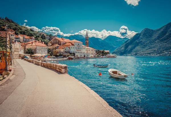 vue sur les rivages de la ville de Kotor