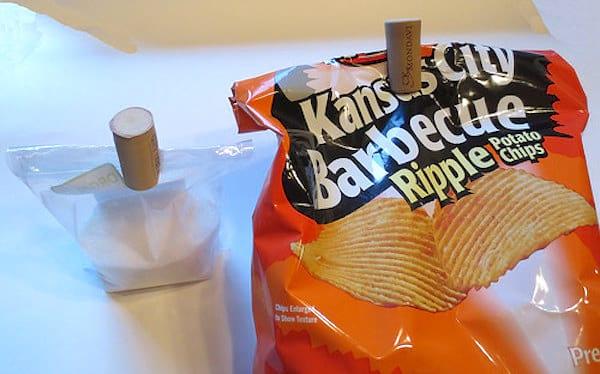 Des bouchons de liège pour fermer les paquets de chips