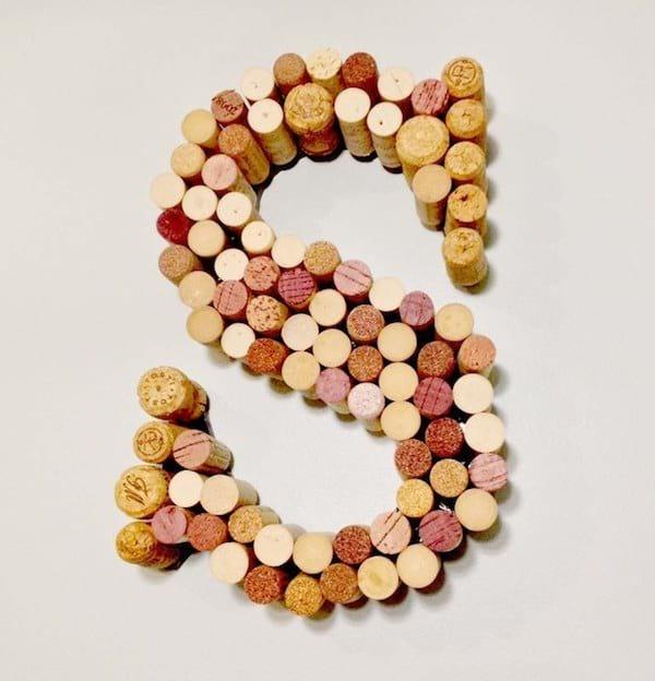 Utilisez des bouchons en liège pour faire des lettres en 3D