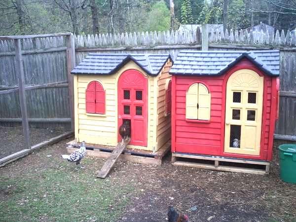 un poulailler dans une cabane pour enfant