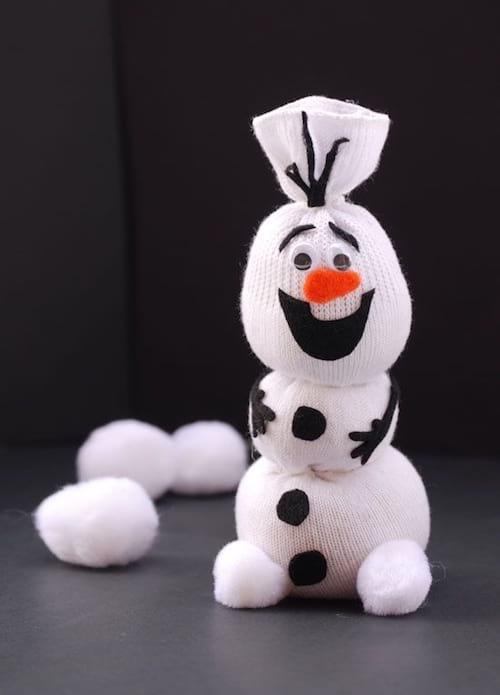 bricolage bonhomme de neige avec une chaussette
