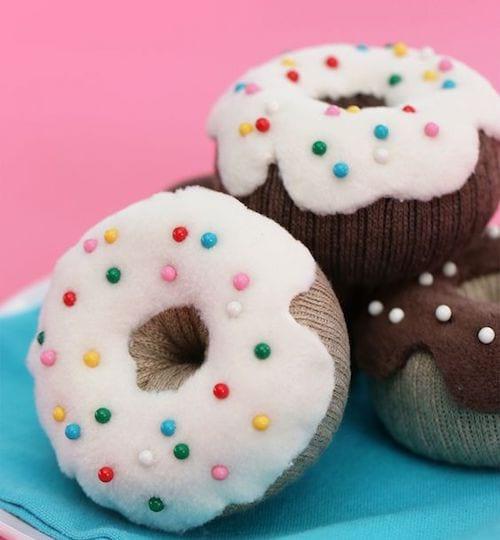 coussin pique épingle avec chaussette en forme de donut