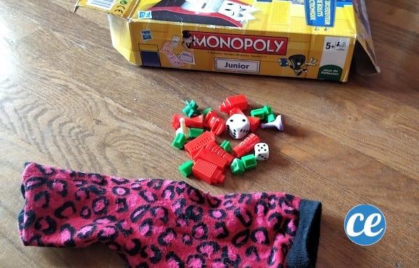 éviter de perdre les petites pièces des jeux dans des chaussettes