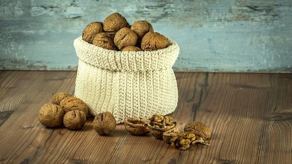 les bienfaits des noix sur la beauté de la peau et des cheveux