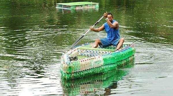 Barque faite en bouteille recyclées