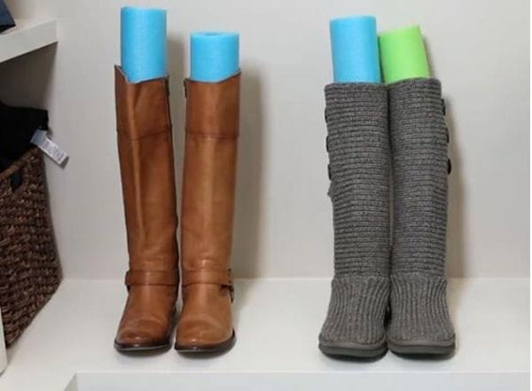 Les nouilles de piscine préservent la forme des bottes hautes