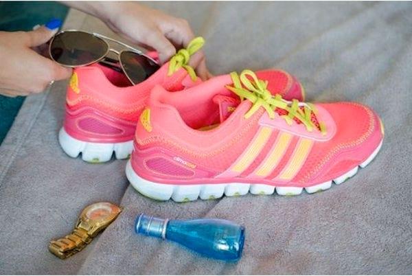 Mettez les objets fragiles dans les chaussures pour les protéger