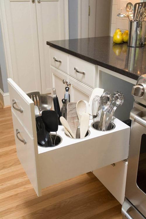 un tiroir spécial pour ranger tous les ustensiles de cuisine