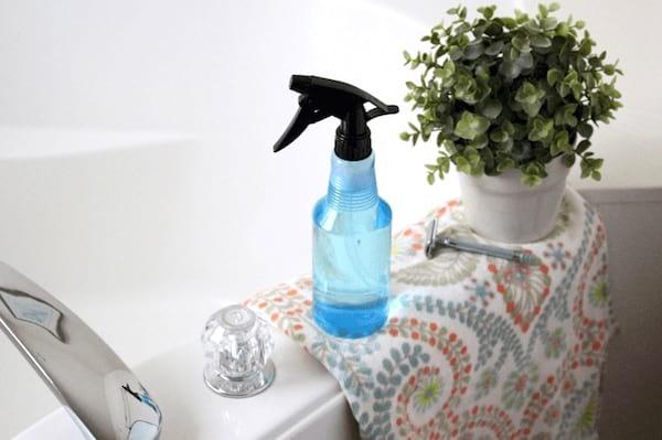 désinfecter salle de bain spray eau oxygénée