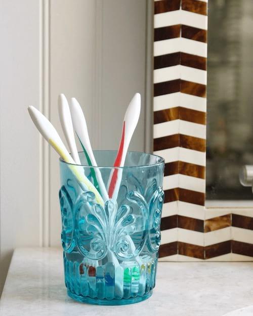 eau oxygénée désinfecte brosse à dents