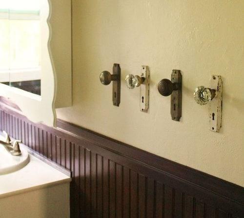 Recyclez vos poignées de portes en porte-serviette.
