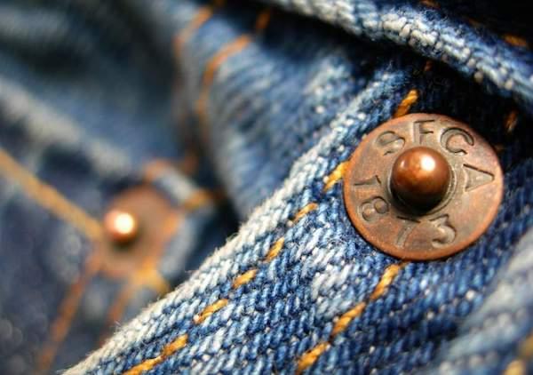 Saviez-vous que les rivets sur vos jeans ont une utilisation secrète ?