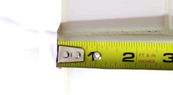 Saviez-vous que la partie métallique dentée de votre mètre-ruban bouge pour une bonne raison ?