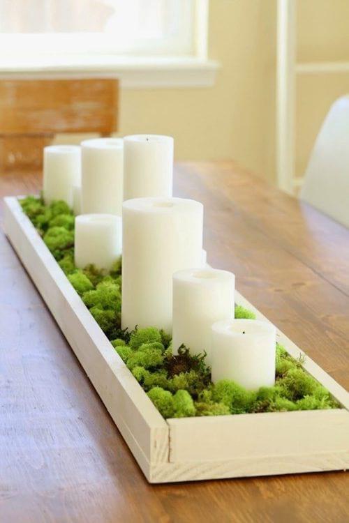 bougies avec mousse décorative