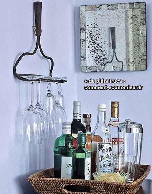un vieux rateau pour porter des verres