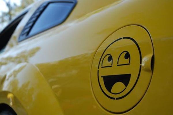 Smileys sur une voiture