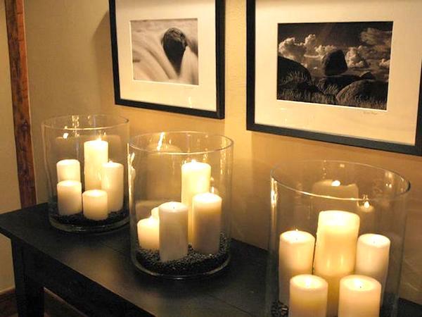 bougies dans bocal avec terre de couleur