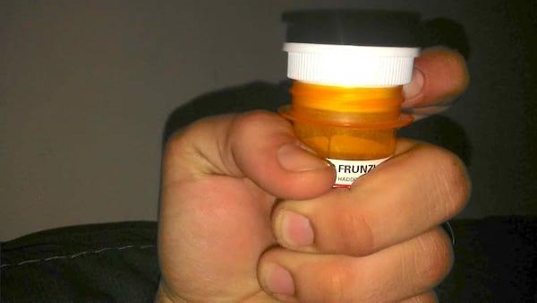 Saviez-vous que les couvercles de flacons à médicament cachent une utilisation secrète ?