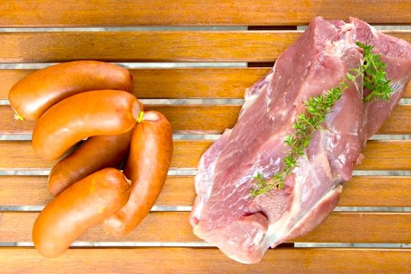Peut-on congeler les saucisses ? Et les rôtis ? Pour vous aider à mieux conserver votre nourriture, voici le guide des 83 aliments que vous pouvez congeler (et ceux qu'il ne faut surtout pas congeler)
