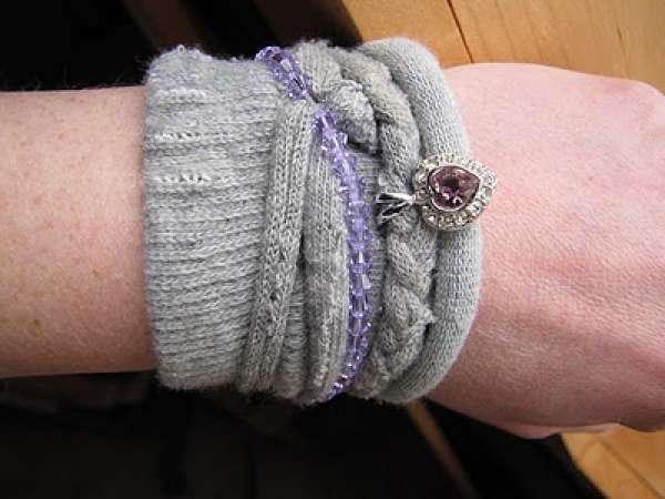 Une chaussette célibataire recyclée en bracelet