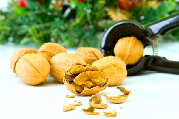 Peut-on congeler les noix ? Et la farine de blé ? Pour vous aider à mieux conserver votre nourriture, voici le guide des 83 aliments que vous pouvez congeler (et ceux qu'il ne faut surtout pas congeler).