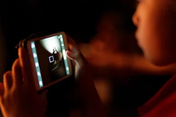 La sensibilisation aux dangers des écrans sur le développement du cerveau des enfants