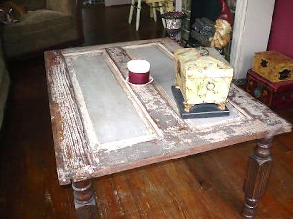 porte ancienne recyclée en table basse