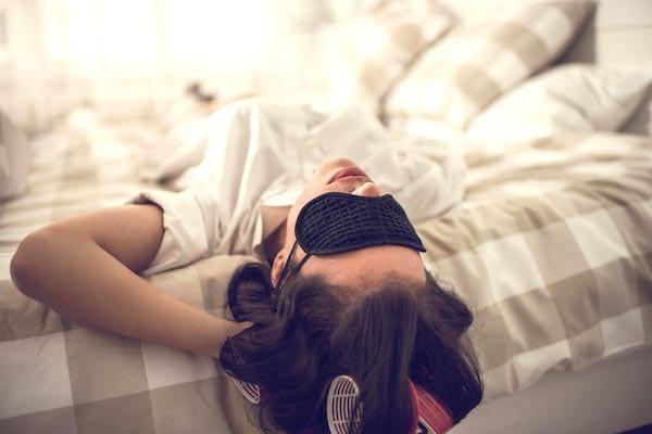 Dormir suffisamment : une des 20 choses à faire à 30 ans pour avoir une meilleure vie à 50 ans.