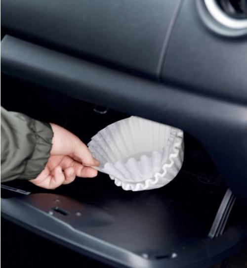 nettoyer vitre voitures avec filtre à café