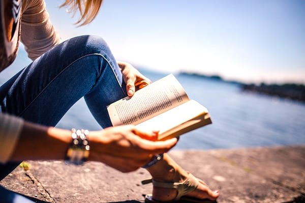 Lire 10 livres par an: une des 20 choses à faire à 30 ans pour avoir une meilleure vie à 50 ans.