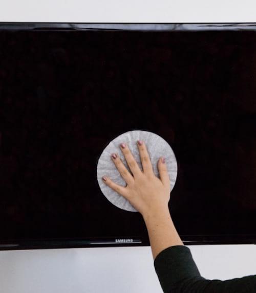 nettoyer écran avec filtre à café