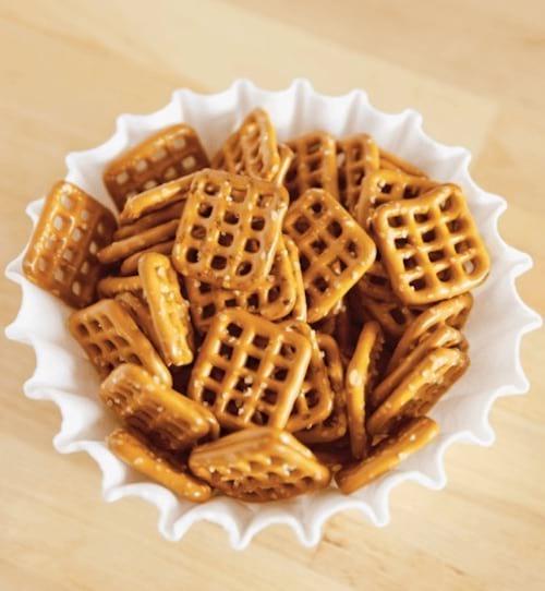 biscuit apéro présentés dans filtre a café