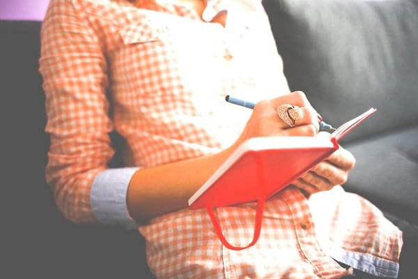 Tenir un journal : une des 20 choses à faire à 30 ans pour avoir une meilleure vie à 50 ans.