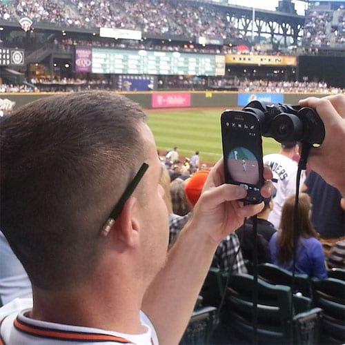 Un smartphone pour zoomer avec des jumelles