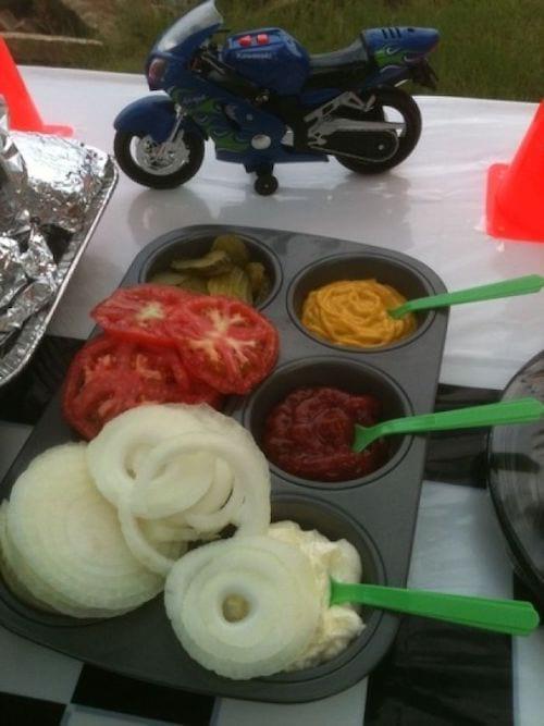 un moule à muffin pour servir les sauces du BBQ
