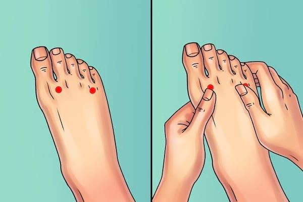 Massage des orteils pour soulager les douleurs au genou, pied, hanche