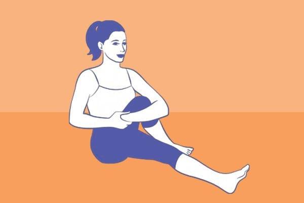 L'étirement de la hanche en position assise est un des meilleurs exercices pour soulager les douleurs de sciatique.