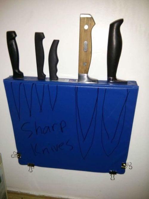 une astuce pour ranger les couteaux dans un classeur