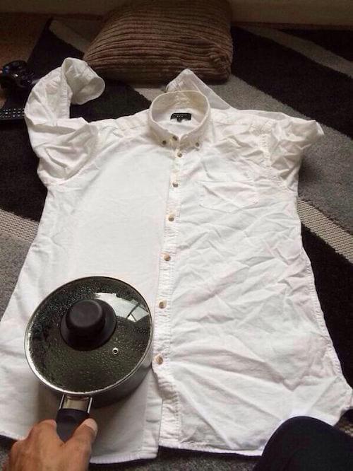 Repasser une chemise avec une casserole d'eau chaude