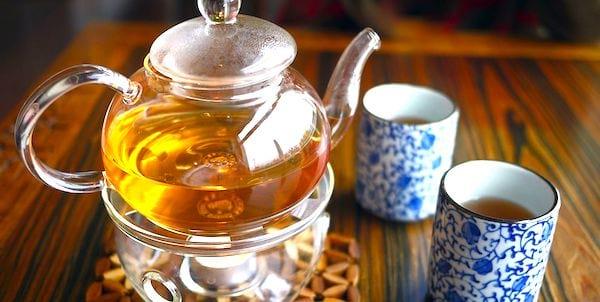 Pour vivre jusqu'à 100 ans, buvez 5 tasses de thé vert par jour.