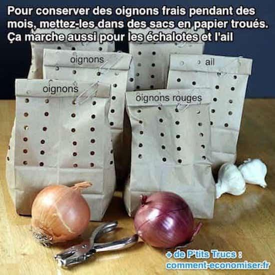 les oignons, l'ail, les échalottes sont mis dans des sacs troués pour bien les conserver