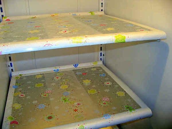 Comment protéger les étagères du frigo avec du film alimentaire