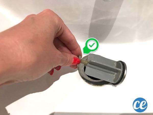 comment bien régler la vis de l bonde du lavabo