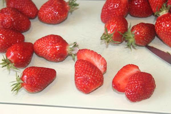 retirer la queue pour conserver les fraises