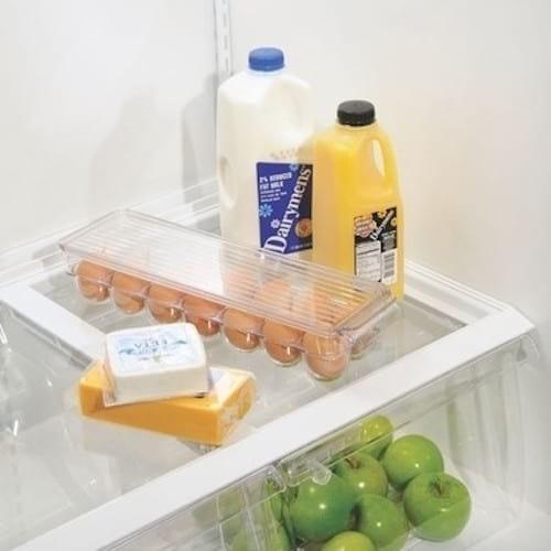 Utilisez boite oeufs en plastique pour ranger les oeufs dans le frigo
