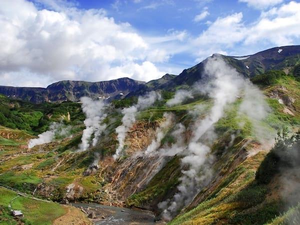 Admirer la majestueuse Vallée des Geysers sur le Kamtchatka
